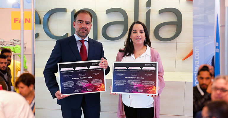 La Dra. Naiara Moreira Ciruelos, de la Universidad del País Vasco, posa junto al Dr. Armando Astarloa Cuéllar, director de su tesis doctoral