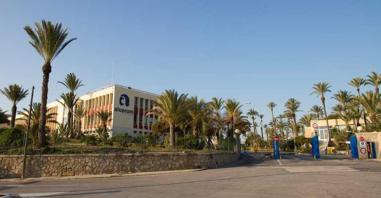 Exterior de la planta de Aludium en Alicante