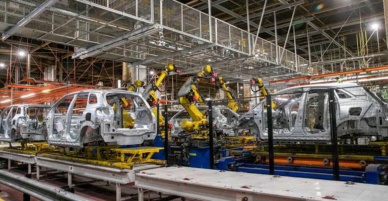 La producción de vehículos en abril cae a mínimos históricos por el cierre total