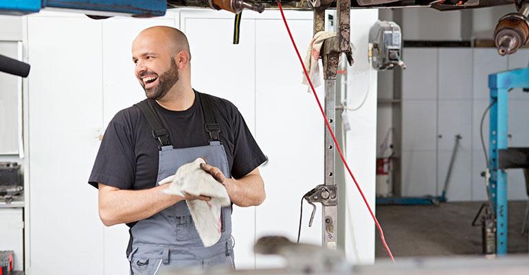 MEWA ayuda a talleres y fábricas a mejorar su balance ecológico con el sistema de alquiler de paños de limpieza reutilizables
