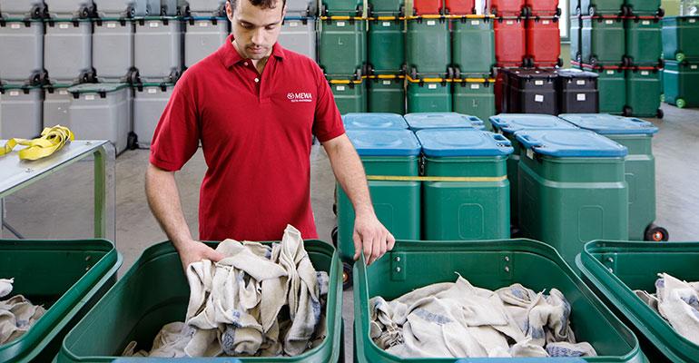 Los paños de limpieza reutilizables de MEWA son clave en un modelo sostenible