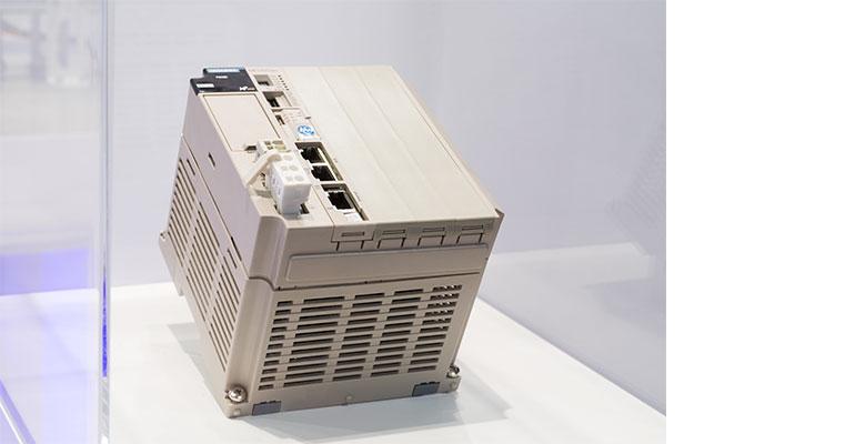 Un único controlador de máquina para toda la línea